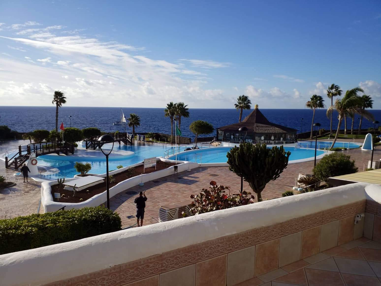APARTMENT WITH LARGE TERRACE IN ROCAS DEL MAR